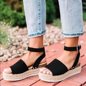 Soda Boutique Flatform Sandals